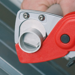 KNIPEX Pipe Cutter for plastic conduit pipes and hoses 185 mm, No 9020185H06D0.jpg